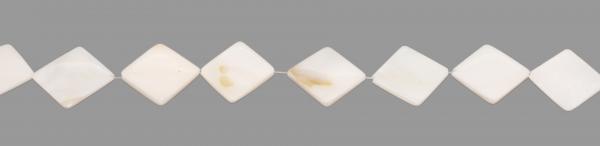 Perlmutt, quadratisch, flach, diagonal gebohrt, LB26 H4mm
