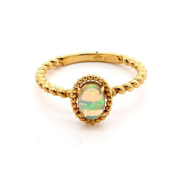 Opal Ring Gedreht